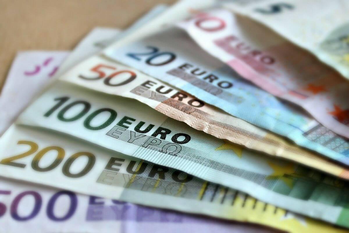 Gli italiani preferiscono i contanti